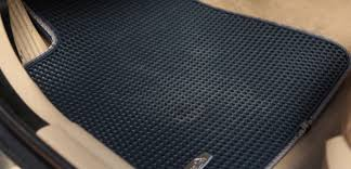 The world's first EASY-CLEAN dual car mats. Shake it! Shake it off!