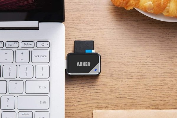 ANKER PORTABLE SD CARD READER
