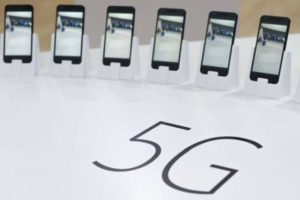 5G smartphones and networks